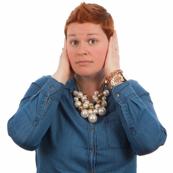 Perché si tappano le orecchie?